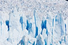 冰川被裂痕的冰墙壁在智利 免版税库存图片