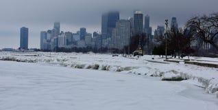 冰川覆盖的湖边平地 库存图片