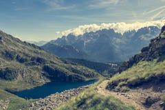 冰川Brenta白云岩的山湖 免版税图库摄影