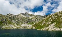 冰川Brenta白云岩的山湖 图库摄影