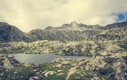 冰川Brenta白云岩的山湖 免版税库存照片
