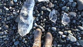 冰晶和石头 免版税库存照片