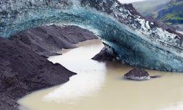 冰曲拱在冰川舌头Svinafellsjokull的 库存照片