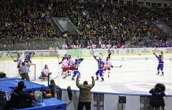 冰曲棍球比赛乌克兰与波兰 免版税库存图片