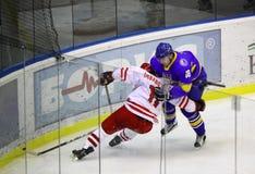 冰曲棍球比赛乌克兰与波兰 图库摄影