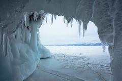 冰柱在一个冻洞穴 免版税库存图片