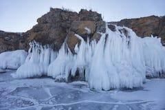 冰柱在Oltrek海岛 台面呢 33c 1月横向俄国温度ural冬天 免版税库存照片