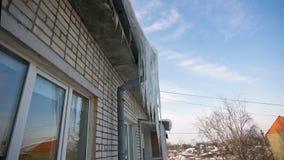 冰柱屋顶 免版税图库摄影
