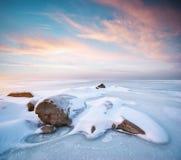 冰横向石头冬天 免版税库存照片