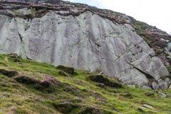 冰河波兰语,冰河世纪冰川使光滑的岩石 免版税图库摄影