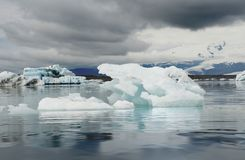 冰河盐水湖ot Vatnajokull冰川的冰山, ln冰岛 免版税图库摄影