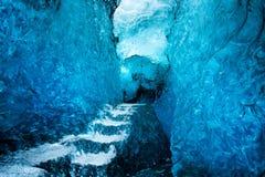 冰洞内部在瓦特纳冰原冰川的冰岛 免版税库存照片