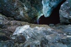 冰洞在晚上在冰岛 免版税库存照片