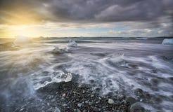 冰海滩冰岛 免版税库存图片