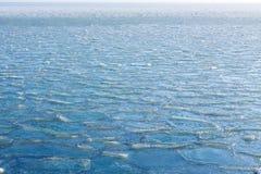 冰海结冰的背景寒冷冬天 免版税库存图片