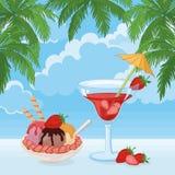冰淇凌、莓果鸡尾酒、天空、云彩和棕榈 库存照片