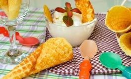 冰淇凌和奶蛋烘饼短号 库存图片