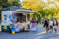 冰淇凌和饮料报亭在马德里 免版税库存图片