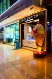 冰淇凌店Movenpick在普遍的购物和娱乐复杂伦敦苏豪区广场,晚上视图, Sharm El谢赫,埃及 免版税库存照片