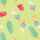 冰淇凌无缝的样式,五颜六色的夏天背景,可口甜点对待 向量例证