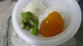冰淇凌用枣 免版税库存照片