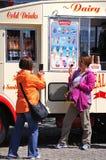 冰淇凌的范,利物浦游人 免版税库存照片