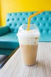 冰混合焦糖咖啡 免版税库存图片