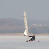 冰游艇航行 免版税库存图片