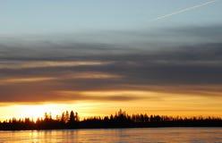 冰湖日落 库存图片