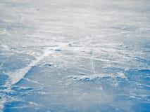 冰球场表面背景,抽象蓝色冰,有选择性 免版税库存图片