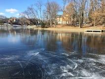 冰球池塘结冰的湖结冰滑冰的花样滑冰 库存照片