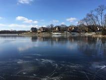 冰球池塘结冰的湖结冰滑冰的花样滑冰 库存图片