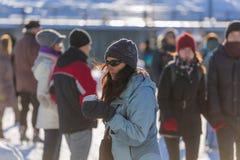 滑冰的妇女 免版税库存图片