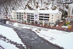 结冰的多山河 库存照片