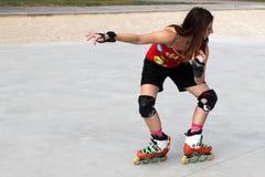 滑冰的女孩做老鹰 免版税库存照片
