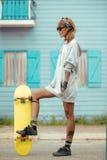 滑冰的女孩 免版税库存照片