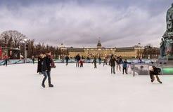 滑冰的孩子的 库存照片