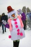 冰的小丑妇女在莫斯科计算节日 免版税库存照片