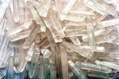 以冰的形式许多自然水晶 库存照片