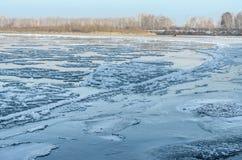 结冰的水。 图库摄影