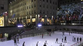 滑冰的洛克菲勒中心 股票视频