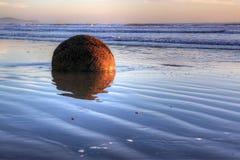 冰砾海岸moeraki新的和平的西兰 免版税图库摄影