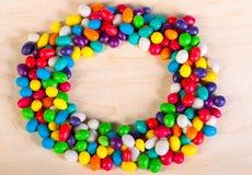 从冰糖五颜六色的甜点的背景  免版税库存照片