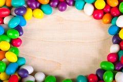从冰糖五颜六色的甜点的背景  图库摄影