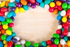从冰糖五颜六色的甜点的背景  免版税库存图片