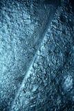 冰纹理,宏指令,蓝色打破的寒冷背景 库存照片