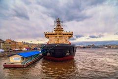 破冰船节日在涅瓦河的 免版税图库摄影