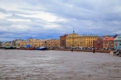 破冰船节日在涅瓦河的 免版税库存图片