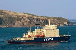 破冰船Kapitan Khlebnikov移动沿海东部Bosphorus海峡 东部(日本)海 22 05 2015年 免版税库存照片