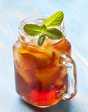 冰茶用薄菏和柠檬 库存图片